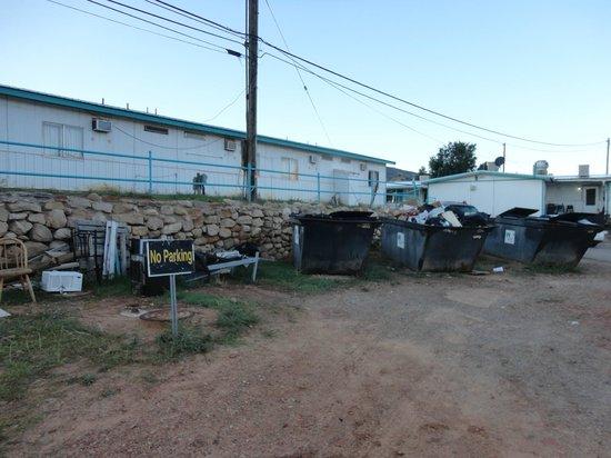 Anasazi Inn at Tsegi: Entre la chambre et le restaurant