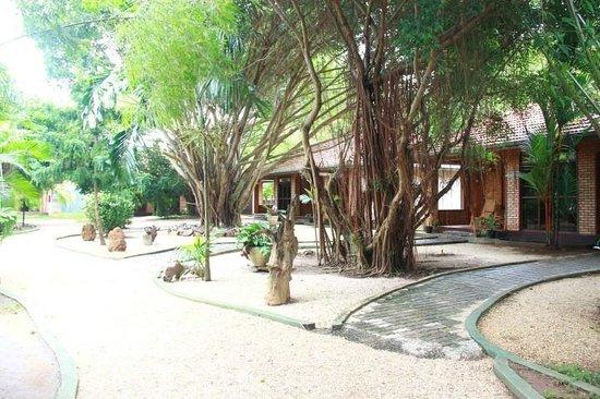 Kumudu Valley Resort (Nainamadama, Sri Lanka) - Feriested - anmeldelser - sammenligning af ...