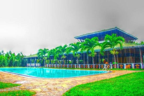 Kumudu Valley Resort: View Hdr