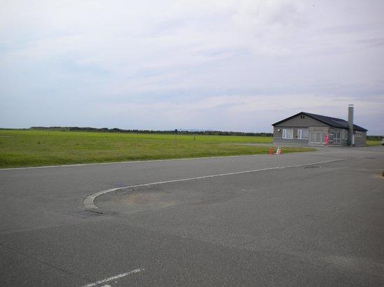 Sarufutsu Park Michi-no-Eki: 公衆浴場と牧草地