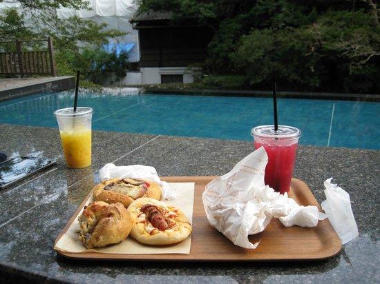 Tofuya Resort & Spa Izu: パン屋の足湯