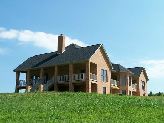 Gettysburg Suites: Quiet modern facility situated on 8 acres of countryside