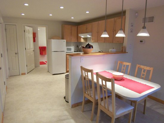 Gettysburg Suites: Beautiful up to date kitchen and eating area