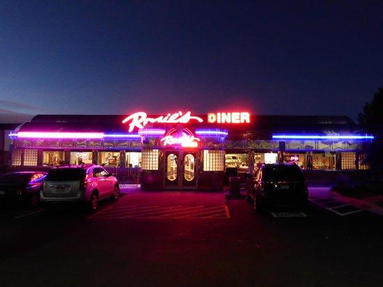 Rosie's Diner: Rosie's at night.