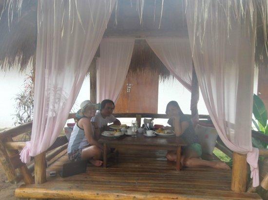 Sunz En Coron Resort: Our last breakfast at Sunz En Resort, sa bahay kubo nila