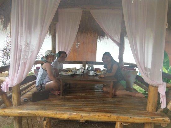 Sunz En Coron Resort: Breakfast with friends..
