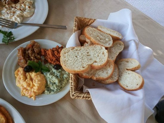 Kosk Restaurant: Turkish Mezze with bread...