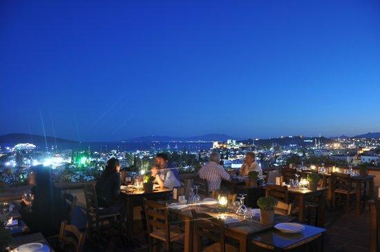 El Vino Hotel & Suites : Top Roof Restaurant