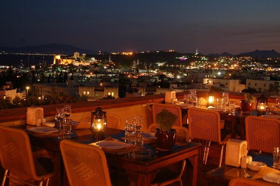 El Vino Hotel & Suites: Top Roof Restaurant