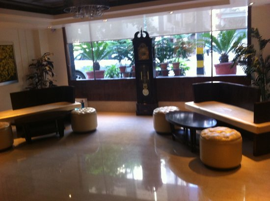 Almondz Hotel: Lobby