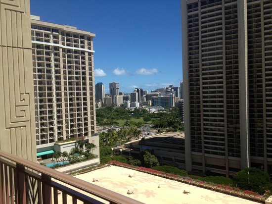 Grand Waikikian by Hilton Grand Vacations : View to Kalia Rd