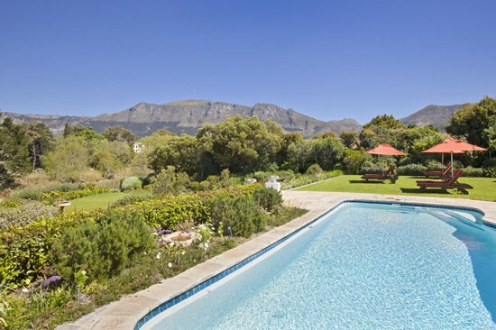 Dongola Guest House: View of the Table Mountain National Park in spring