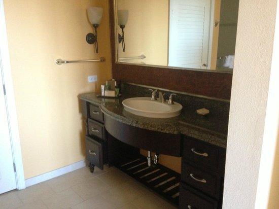 Grand Waikikian by Hilton Grand Vacations : Master Bathroom