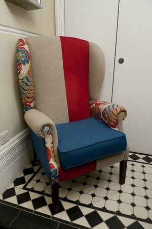 Morton Hotel: Lobby: Love the quirky sofa!