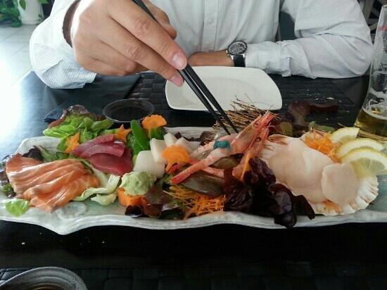 Lui y Keito: Sashimi variado (imprescindible)