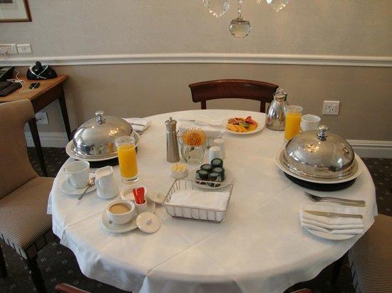 Cape Grace: Breakfast in the room