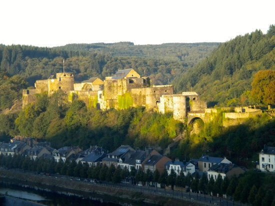 Panorama Hotel: Beautiful view of castle, town, river from the room