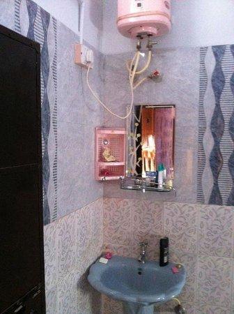Singhvi's Haveli : bathroom of the maharani suite