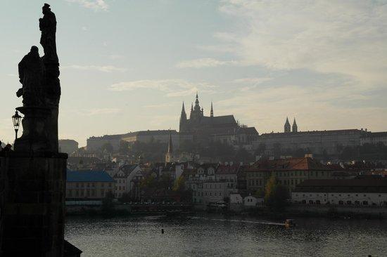 Hotel Leonardo Prague : Вид у Карлова моста