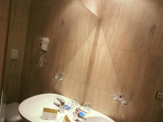 โรงแรมยูโรสตาร์ โดมัส ออเรีย: Banheiro