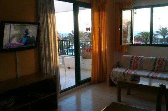 Apartamentos Galeón Playa: cocina-salón