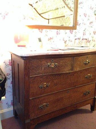 Spring Street Inn: Furniture