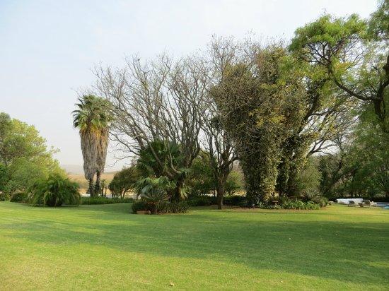 Leeuwenhof Country Lodge & Spa: gardens