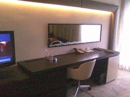 Hilton Park München: Arbeitsbereich (Schreibtisch)