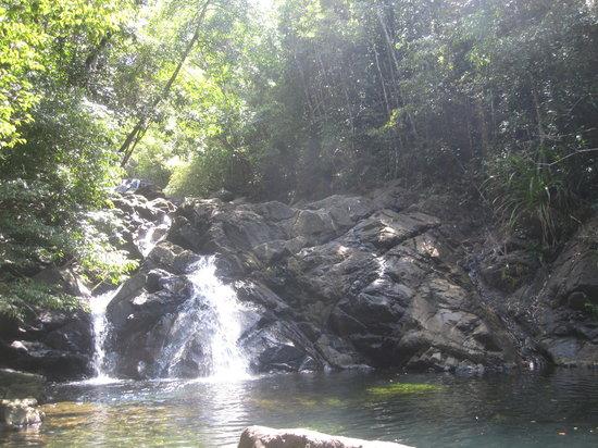 Romblon Island, Filipinas: Swimming at the waterfalls