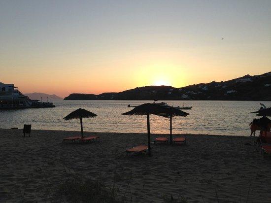 Aegeon Hotel: Milopotas Beach at sunset