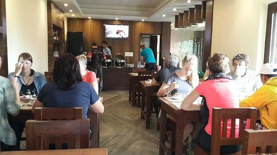 Hotel Middle Path & Spa: Restaurant inside Hotel.