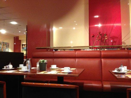Lindner Congress Hotel Frankfurt: sala colazioni