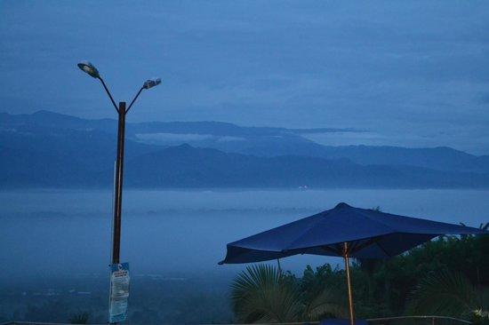 Hotel La Tata Premium: amanecer quindiano desde la habitación