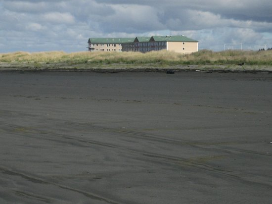 Quinault Beach Resort and Casino: hotel view from beach