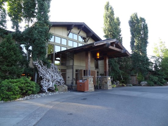 Willows Lodge: Entrance