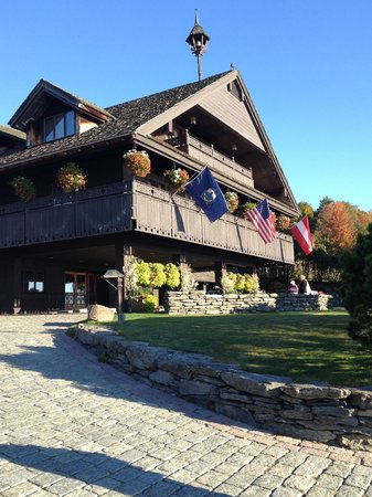 Trapp Family Lodge: Front entry