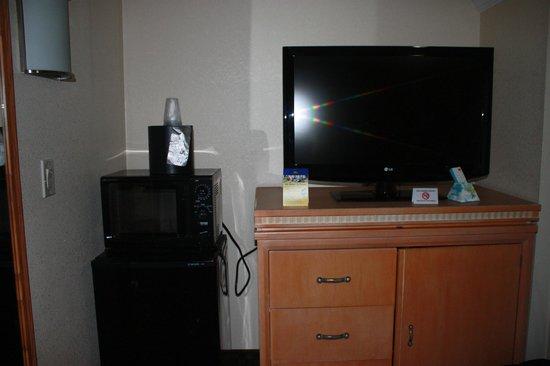 Best Western Bennington : Flat screen TV and microwave