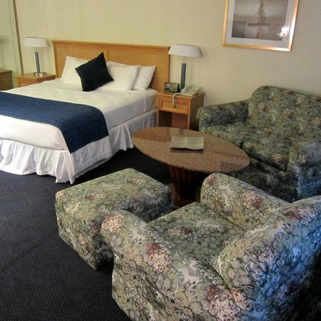 Broadway Inn Conference Center: Junior Suite