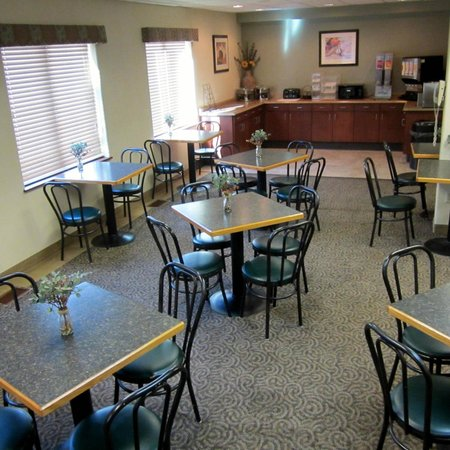 Broadway Inn Conference Center: Breakfast Room
