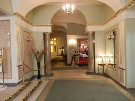 Grand Hotel: Lobby