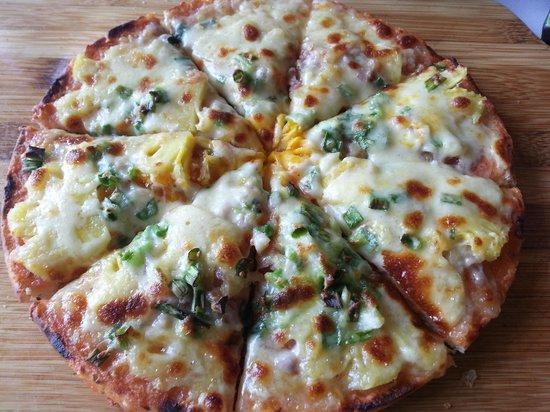 Boutique Sapa Hotel restaurant: delicious pizza from chef son at boutique sapa hotel