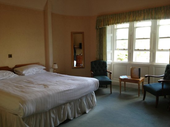 Dreadnought Hotel: Great size and big bed