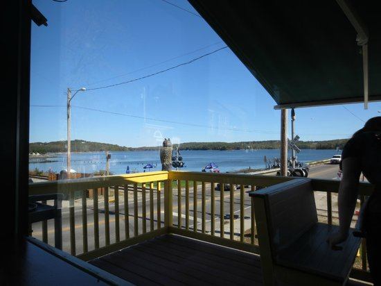 Sarah's Cafe: View of Sheepscot River from our indoor table.