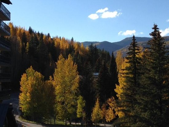 The Lodge at Vail, A RockResort: Stunning fall view from our room!