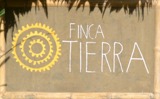 Finca Tierra Organic Permaculture Farm & Eco-Lodge: Our farm entrance sign is made of mud on bamboo with a leaf thatch roof, the traditional way