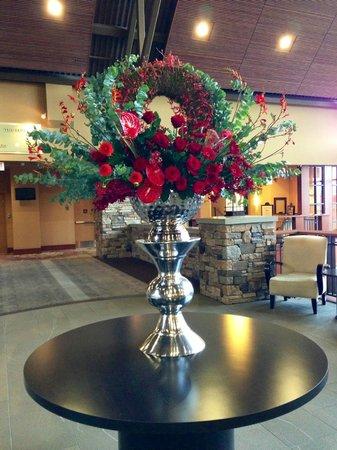 River Rock Casino Resort: gorgeous flowers everywhere