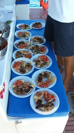 Buena Vida Catamarano - Diving Center: ottimo pranzo a bordo