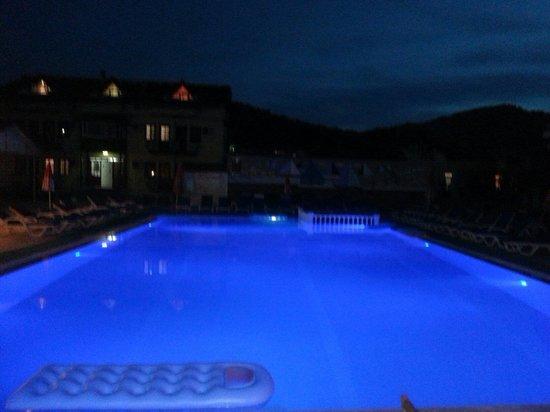 Carmina Hotel: Night dip in the pool