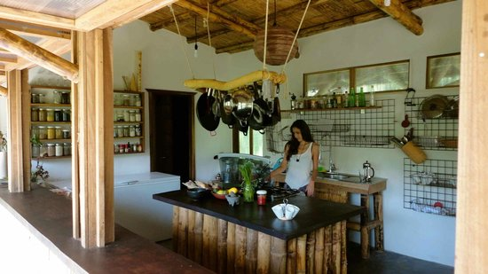 Finca Tierra Organic Permaculture Farm & Eco-Lodge: Our bamboo kitchen is a clean, modern facility.