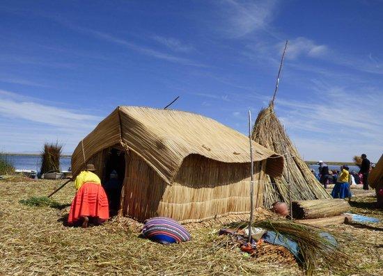 Quechuas Expeditions - Day Tours: Uros Island.